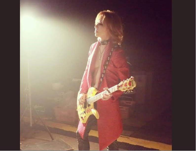 YOSHIKI  ( X JAPAN )  HIDE 忌日流淚直播 「從你離開的那天起…..過了22年又1天。」