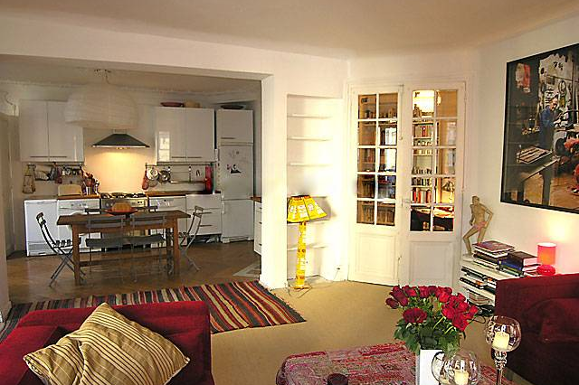 living space at 3 bedroom Apartment Rue Du Cherche Midi, St Germain