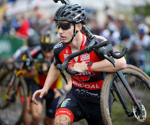 """Vanthourenhout houdt derde plek over aan mooie inhaalrace: """"Doet pijn om laatste keer boven te kunnen komen"""""""