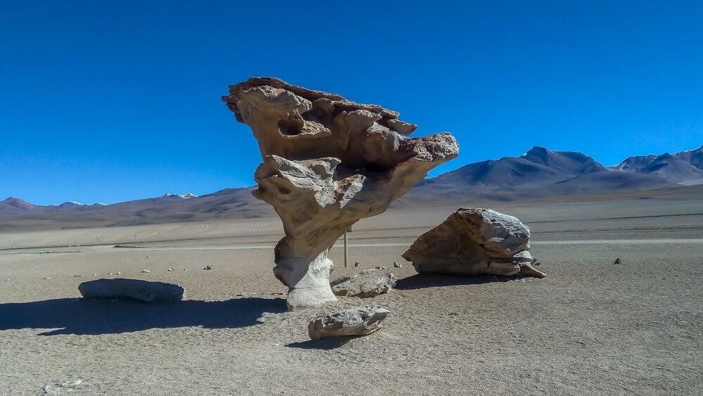 arbol de piedra en el salar de uyuni bolivia.jpg