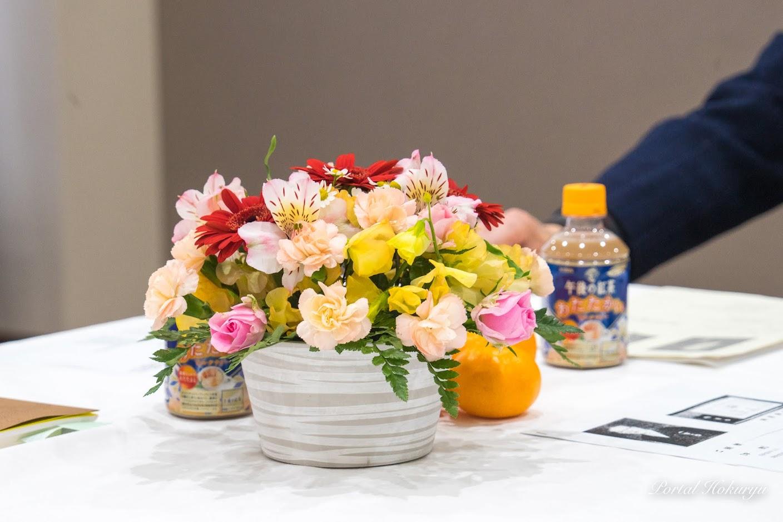 テーブルを飾る生花