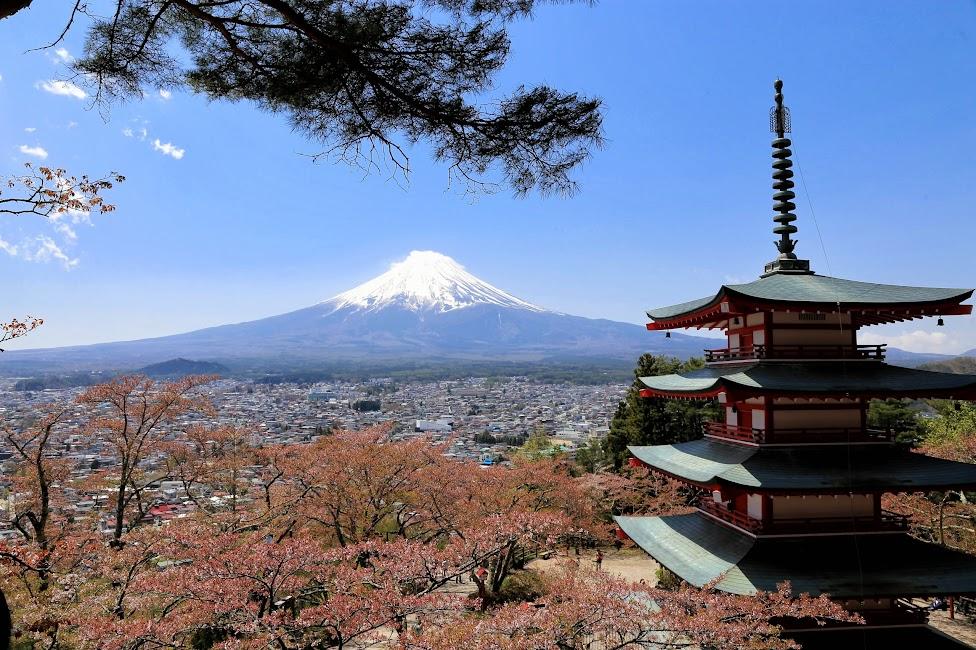 Chureito Pagoda i wulkan Fuji