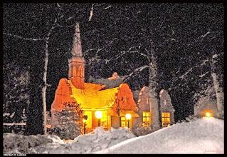 Photo: Schneefall in der Weihnachtszeit, Anker-Gottes-Kirche in Laboe bei Kiel