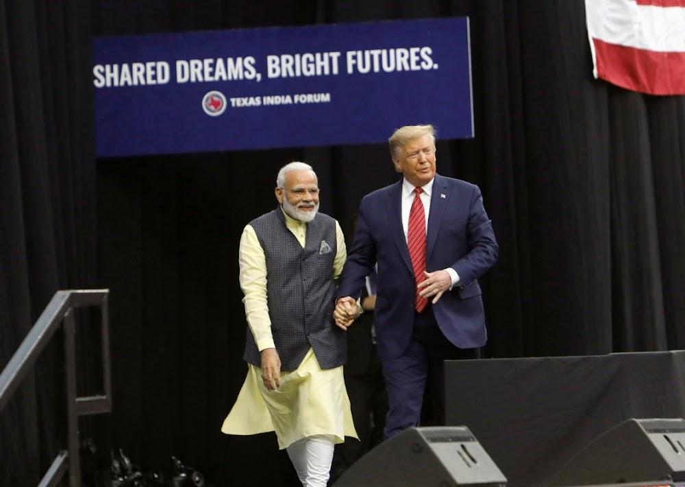 'Howdy, Modi!' as Trump en Modi komplimente uitruil