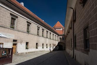 Photo: Dolna lub też Mała brama. Jest to część fortyfikacji pałacu. Pochodzi z 1579 roku, kiedy pałac został przebudowany.