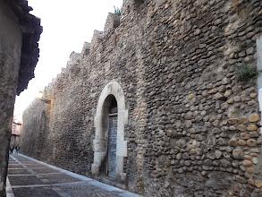 Photo: Dans les remparts romains