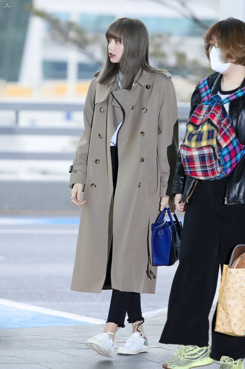 BlackPink-Lisa-Airport-Fashion-Beige-Coat