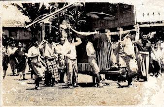 Photo: Accera kalompoang di Ballalompoa Barombong, Gowa, Indonesia. http://nurkasim49.blogspot.com/2011/12/iii.html
