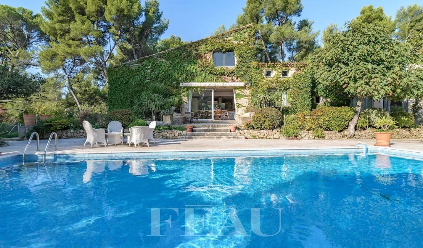 Property with pool and garden Marseille 11th