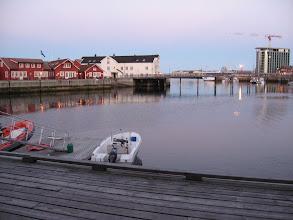 Photo: Vue sur le port de Svolvaer depuis ma chambre à 1h38 du matin