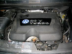 Photo: Motorraum nach Umrüstung (mit Abdeckung)