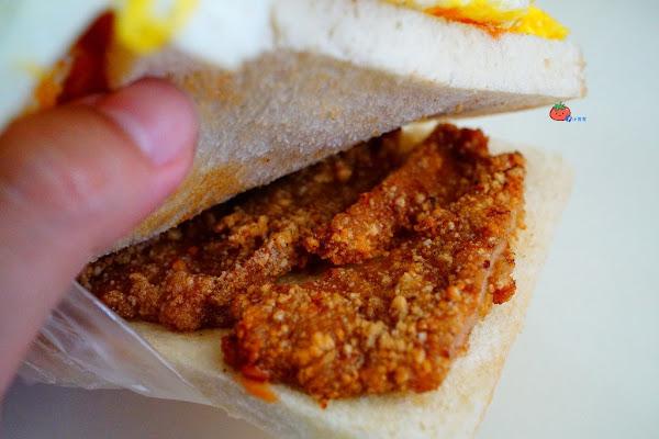 在地人最愛隱藏版!明峯早餐店 吃早餐還要排隊 古早味炸豬排三明治必點 太厲害!