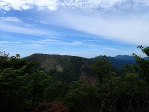 静ヶ岳から竜ヶ岳を望む(右に御在所岳)