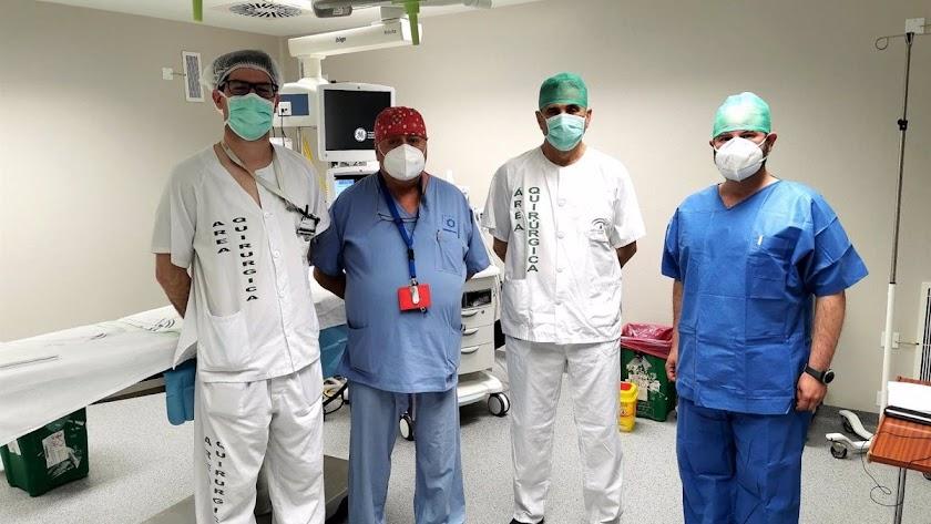 Los doctores protagonistas de la intervención.