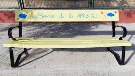 'Banco de la amistad' instalado en el colegio tijoleño.