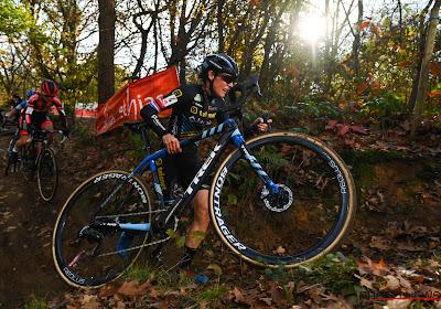 Lucinda Brand van gemiste start naar vierde overwinning van het seizoen en klopt sterke Betsema in Kortrijk
