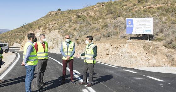 Ensanchan y mejoran la carretera que une Albanchez y Rambla Aljibe en Lubrín