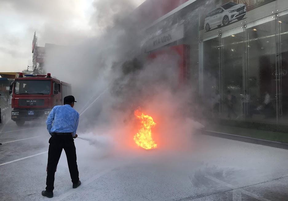 Lực lượng PCCC cơ sở triển khai chữa cháy