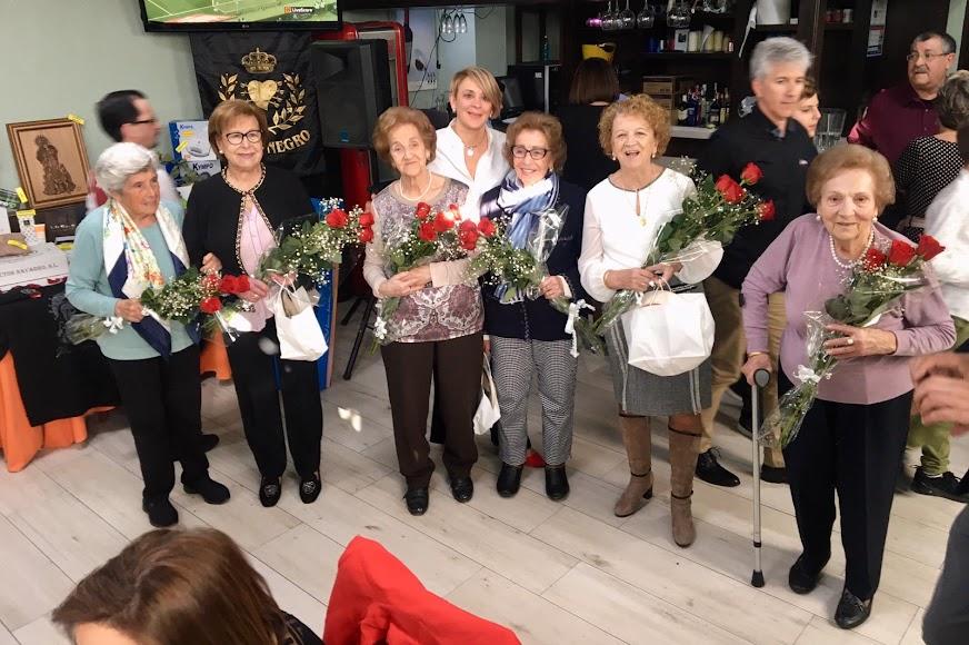 Las personas homenajeadas durante la comida benéfica del Paso Negor de Albox.