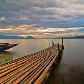 alone at jatiluhur by Muzakhir Rida - Landscapes Beaches ( reservoir, jatiluhur, bamboo, west java, boat, purwakarta )
