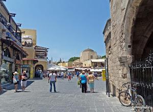 Photo: Rhodos oude stad. Platia Ippokratous.