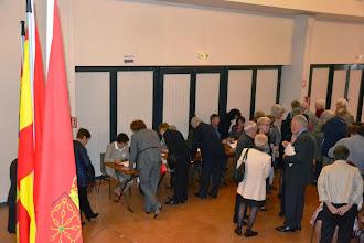 Photo: 1- les adhérents signent les feuilles de participation