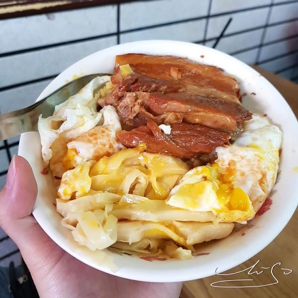 城隍早餐店  超好吃焢肉飯加半熟蛋超級美味!筍絲入味鮮嫩!宜蘭人的排隊早餐!民國40年台灣美味!
