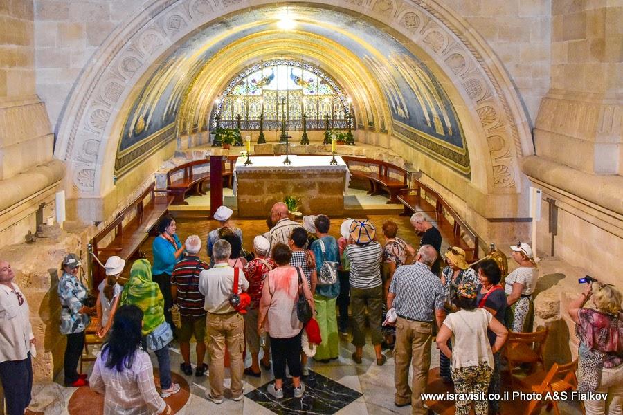 Экскурсия гида Светланы Фиалковой в крипте церкви Преображения Господня на горе Фавор, Израиль.