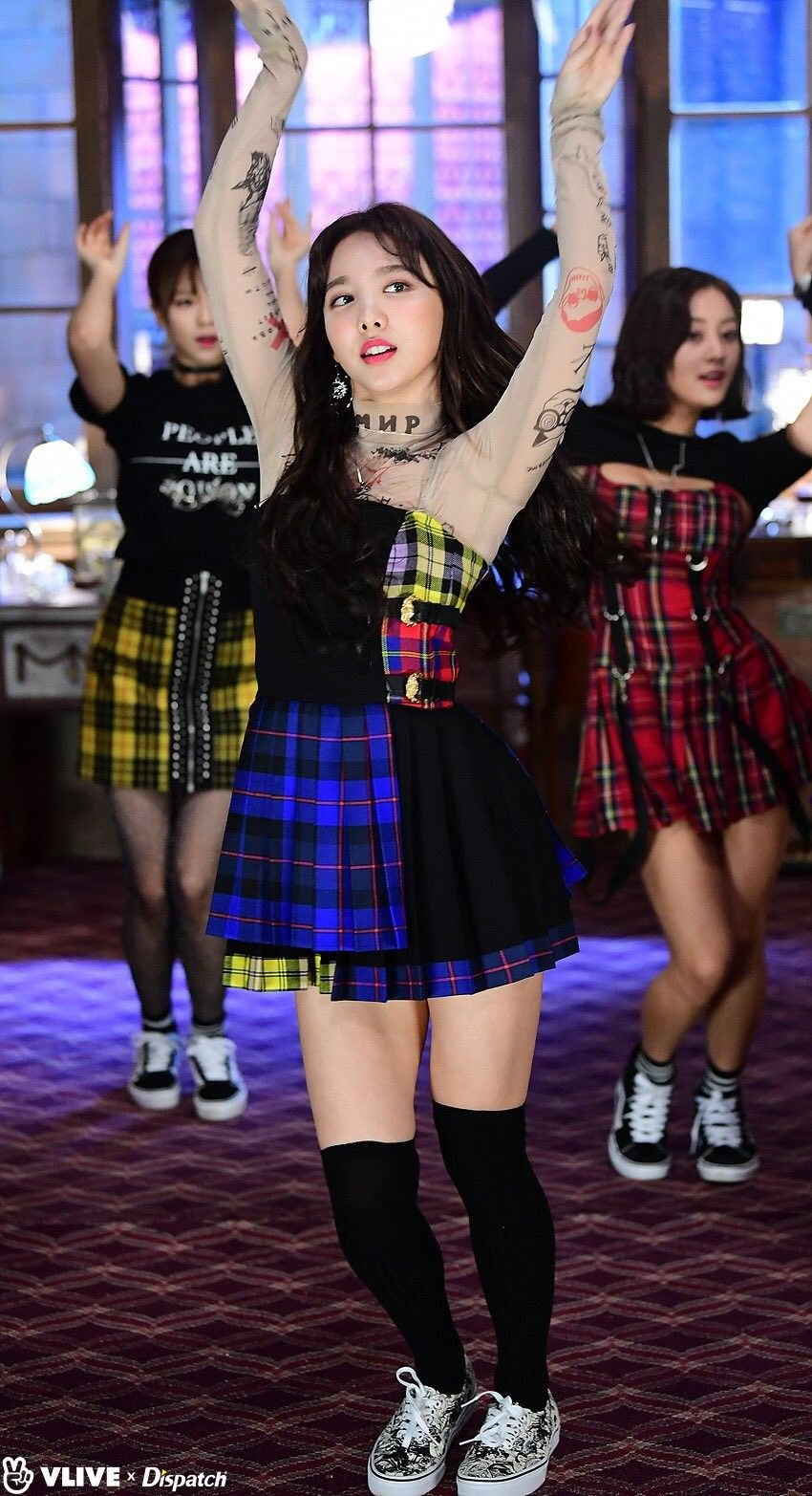 nayeon plaid 2