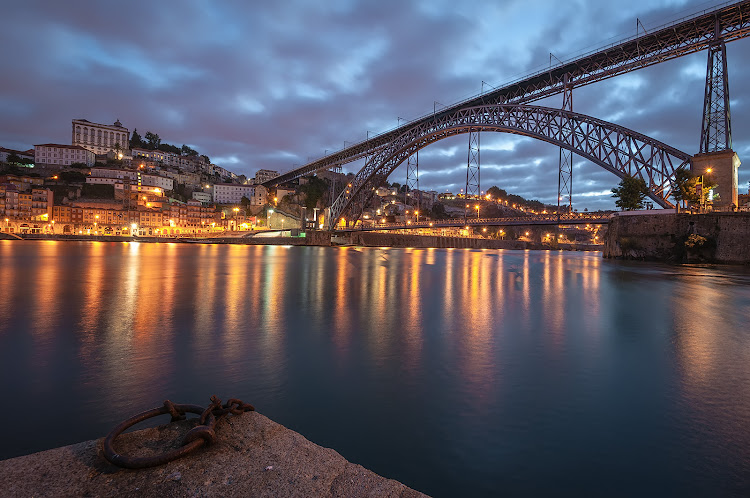 The Dom Luís Bridge spanning the Douro River at nightfall.