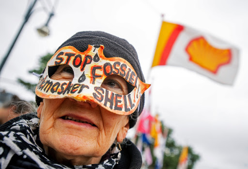 Dutch anti-fossil fuel protesters read Shell the riot act