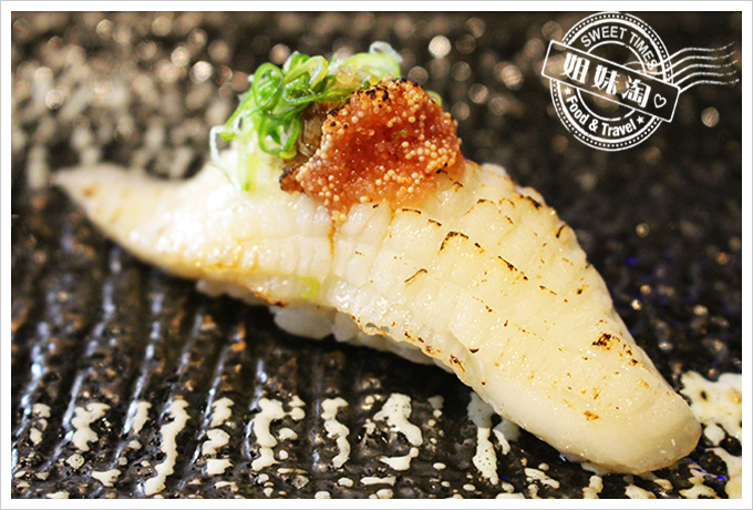 高雄 全壽司 比目魚佐炙燒明太子握壽司90元