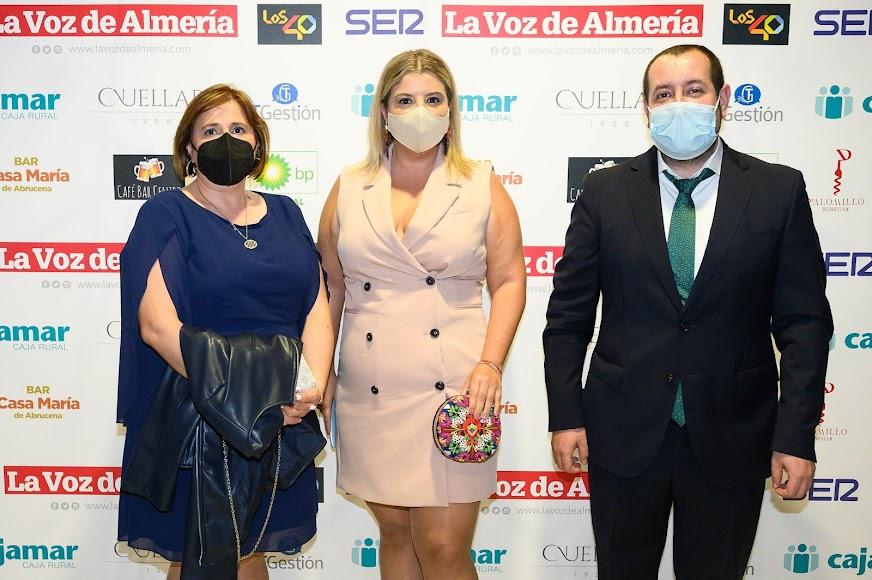 Unicaja: Juana María Abad, directora en Fiñana; Paqui Navarro, agente financiero en Gérgal, y Alejandro Ortiz, agente financiero en Abla.