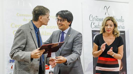 Alejandro Frías gana el Certamen Ciudad de Almería con 'El cielo sin estrellas'