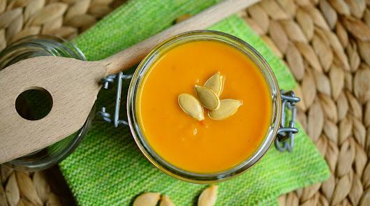 Cómo preparar crema de calabaza y caballa a la plancha con zanahoria y cebolla