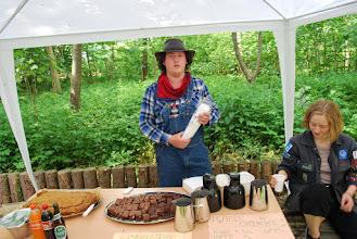 Photo: Spejderne er klar til at sælge kaffe, kager, øl og sodavand
