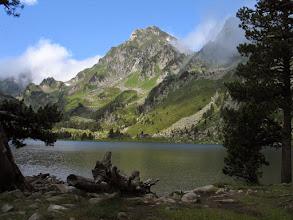 Photo: Donasà:  estany de Laurenti amb el Roc Blanc