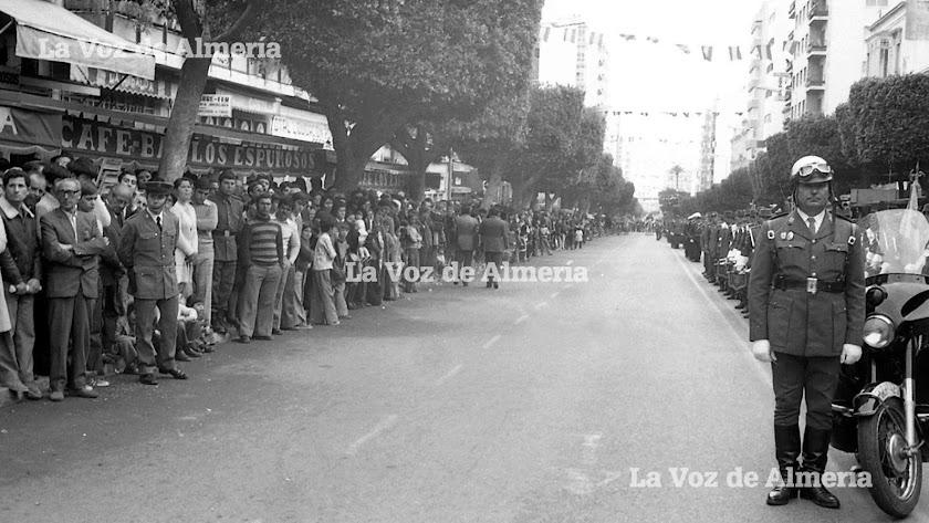 El Paseo que había sido del Príncipe y de la República, se lo dedicaron en la primavera de 1939 al Generalísimo. En la foto, desfile militar.
