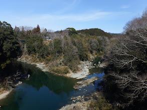 牛渕橋から長篠城跡を望む