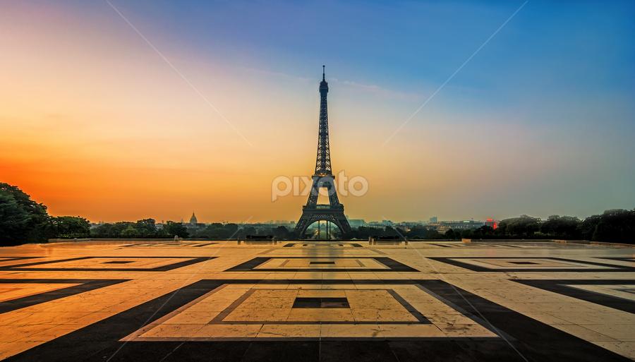 A french sunrise by Michiel Buijse - Buildings & Architecture Public & Historical ( paris, sky, blue, stone, france, sunrise, gold, glow, effeltower )