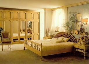 Photo: Schlafzimmer Modell Baroness, Strichlack antik, BAYER Stilmöbel