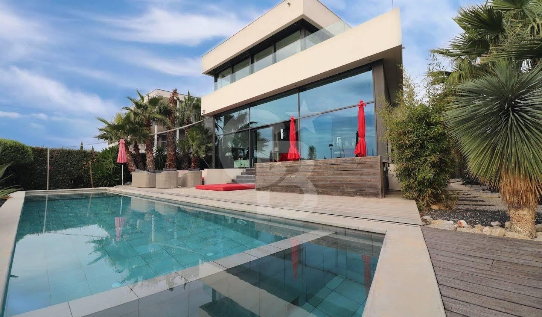 Villa with pool Saint-Cyprien