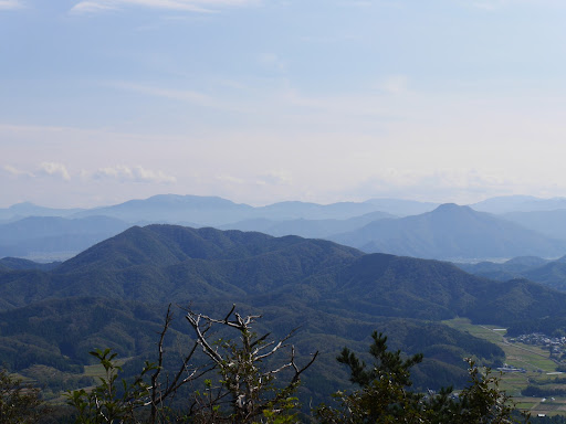 鬼ヶ岳(左)と日野山(右)アップ