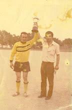 Photo: 1972-73 ΑΕΚ - Πρωταθλήτρια Γ' Κατηγορίας ΕΠΣ ΒΔΜ Νικολής Τριανταφύλλου, Γιάννης Ζυμάρας.