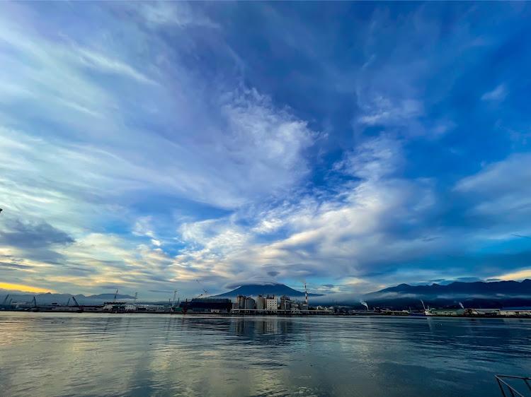 ヴォクシー ZWR80Wの海の見える風景,夕陽に照らされて,カメラ好きな人と繋がりたい,車写活,今日の富士山🗻に関するカスタム&メンテナンスの投稿画像13枚目