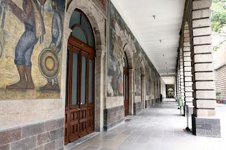 Photo: Diego Riveran seinämaalauksia