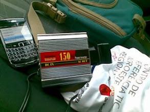 Photo: 220voltios en el coche. Fundamental invento para nomadas digitales como yo>