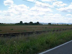 Photo: 21e Dag, woensdag 5 augustus 2009 Ferrara ,vertrek: 08.10 uur Bologna, aankomst: 15.30 uur Temp. maximum: 32 graden, Wind: 2 Bfr, Windrichting: w. Weerbeeld: regen en bewolkt Dag afstand: 76,9 km, Tijd: 5:16:10 uur, Gemiddelde: 14.5 km Totaal gereden: 1631 km De Apennijnen komen in beeld