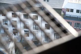 Photo: De Slechtvalken kunnen hem ook zien vanuit de kast.
