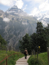 Photo: From Murren, we walk down to Gimmelwald ...